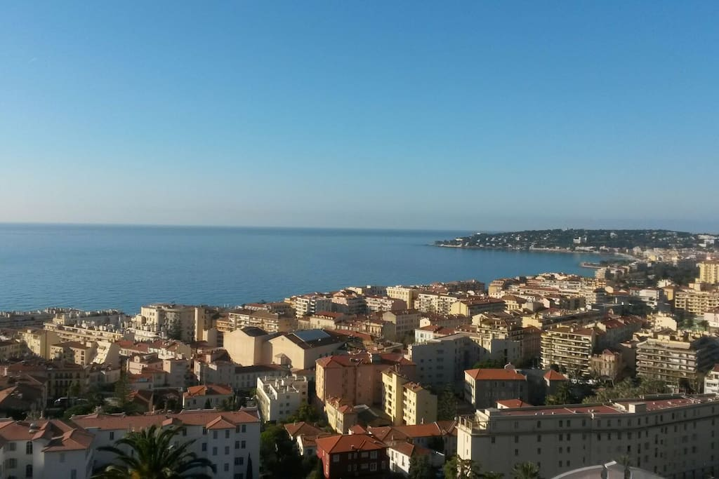 Vue du balcon/seaview and city from balcony