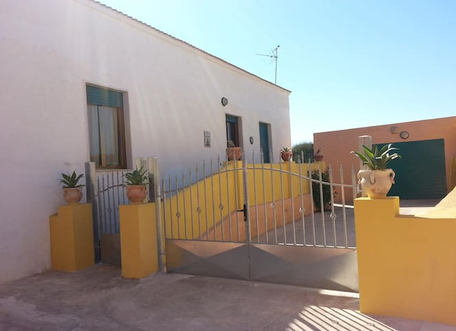 SICILY: House 200 meters from the sea