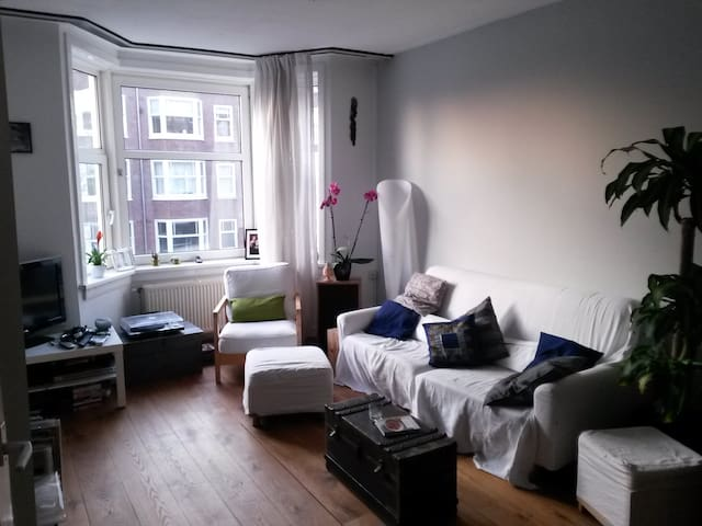 Cosy, bright apartment with home cinema