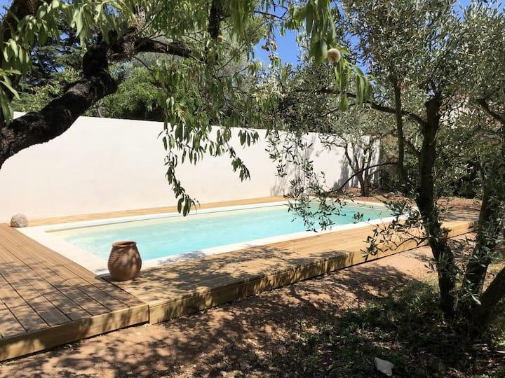 Villa rénovée, 6 personnes, aux portes d'Avignon