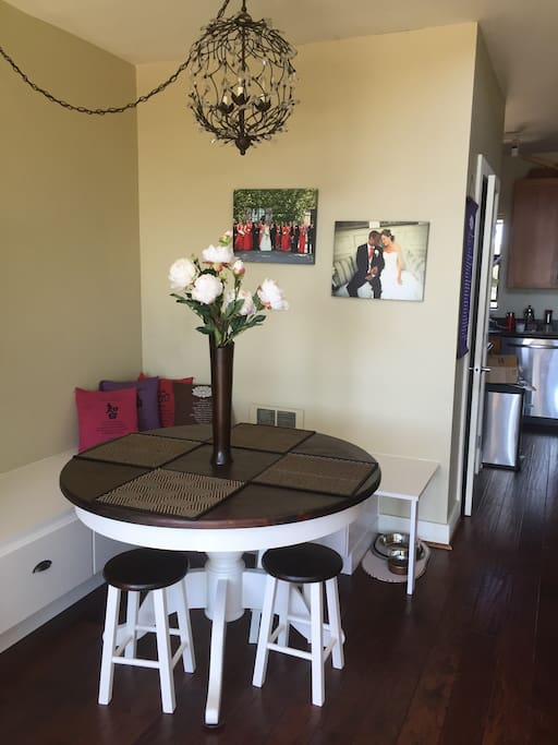 Dining area with nook