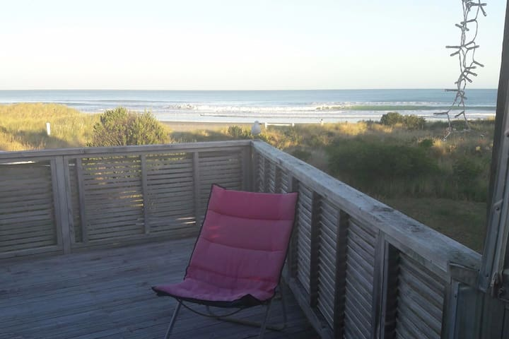 Ultimate Kiwi beach front  shack/bach. Surf & golf - Riversdale - Casa