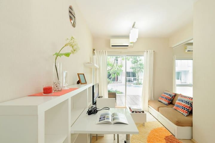 Poolside private 1 bedroom condo - Bangkok - Apartamento