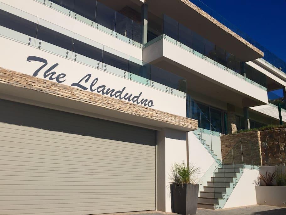 "Villa ""THE LLANDUDNO"""