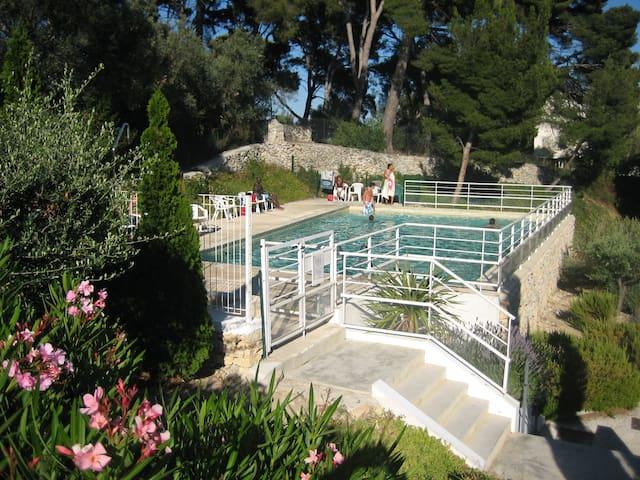Apt T3 lumineux piscine et terrasse proche plages