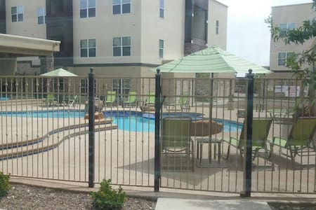 Gated community with pool and gym! - El Paso