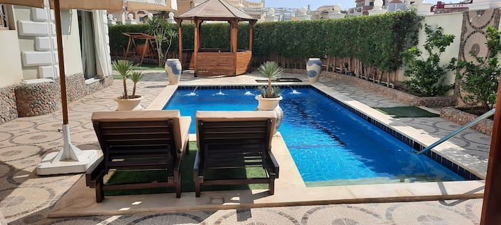Private apt. private pool & garden. + Central loc!