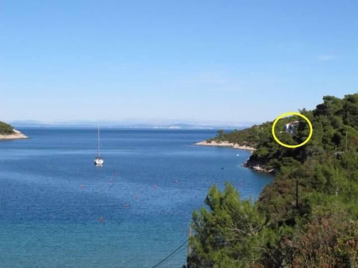 Three Bedroom Remote cottage, beachfront in Vis - island Vis