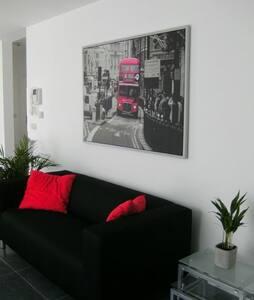 Recent apt close shops and metro! - Anderlecht - Apartment