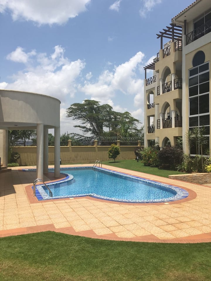 Lakefront Courts - at the shores of Lake Victoria