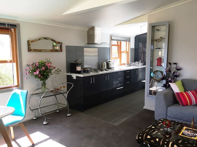 Bushland setting - Gondwanaland Guest Cottage - Chewton  - House