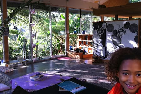 Rainforest Wellness retreat, glass Yoga studio - Maleny