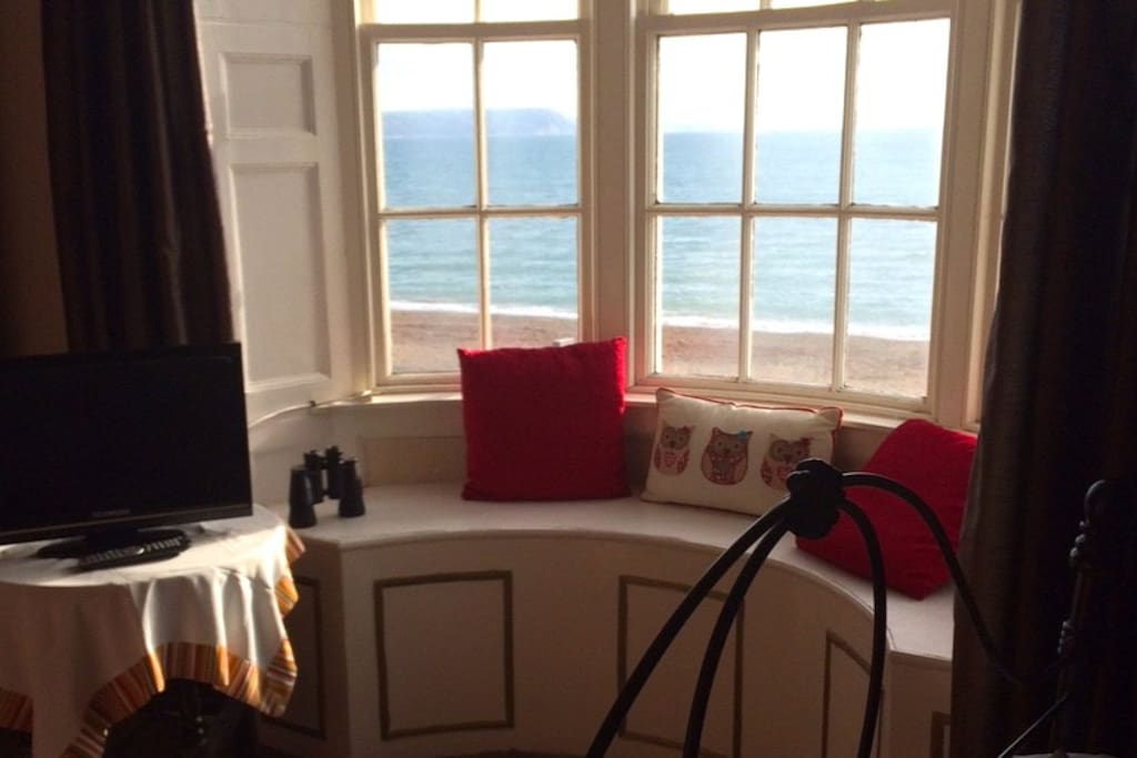 Room 7 - Double room, sea view with a shared bathroom.