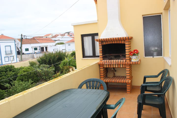 Cosy apartment with balcony, just 2 Km from Baleal