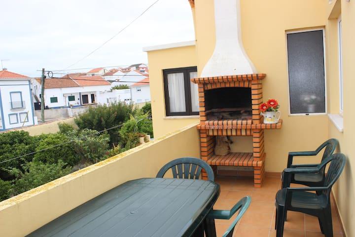 VillasFerrel - Sunset Apartment: garden view, calm