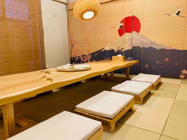 バス停まで2-3分、箱根観光、自然公園散策、近隣に美肌効果の温泉、完全な貸し切り、中長期滞在募集中!