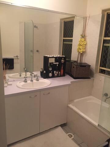 Small bedroom - Maroochydore - Appartement