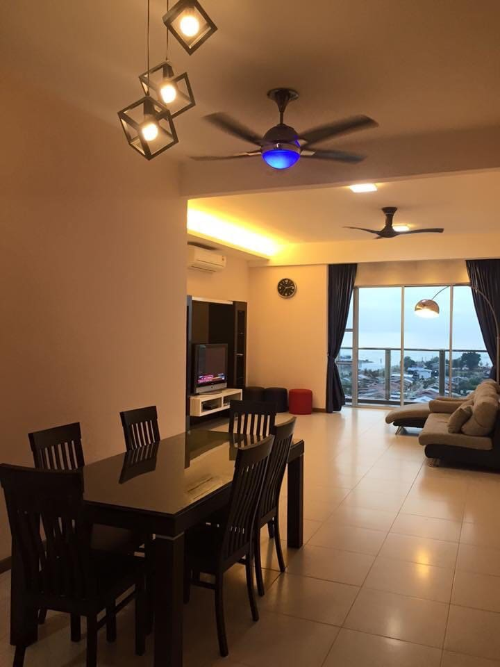 联系号码012-3513300 SIEWLING 舒适的客厅。面向海。