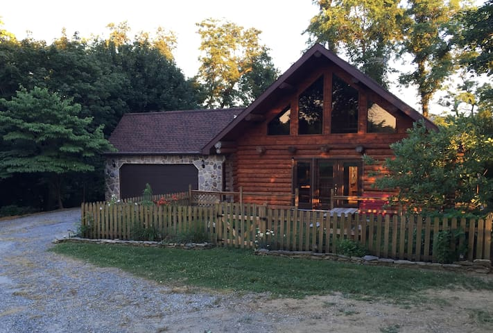 Serene log home at Murray Hill - Strasburg - Huis