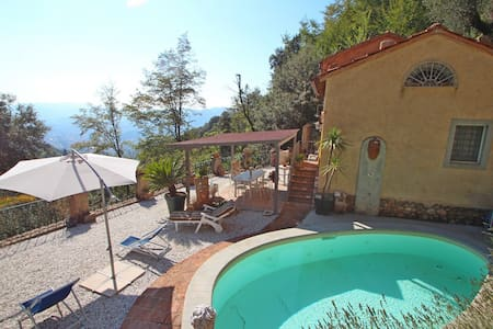Holiday Home with Pool in Camaiore - カマイオーレ - 一軒家