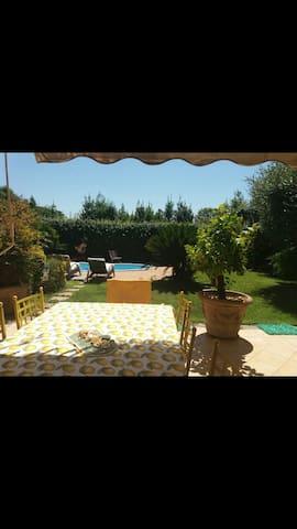 Suite matrimoniale in villa con piscina
