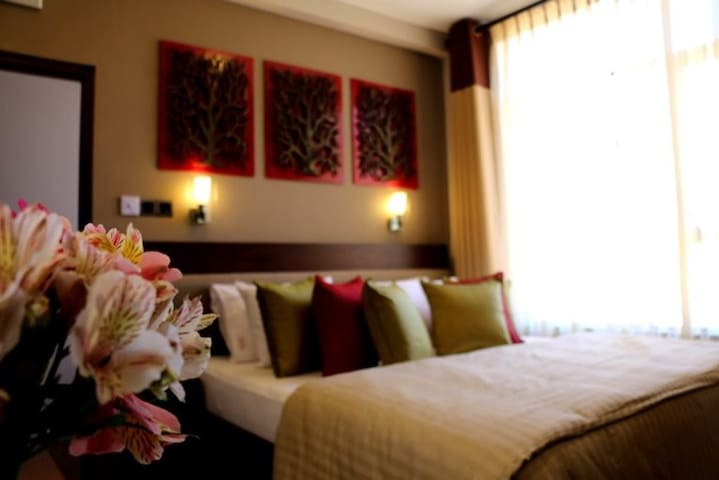 Glory Bush Villa - Rose (Double Room)
