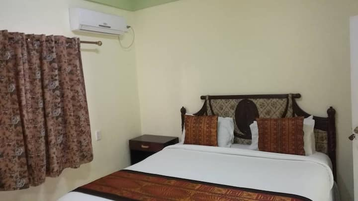 Malau Lodge:Ensuite Queen Room, AirCond