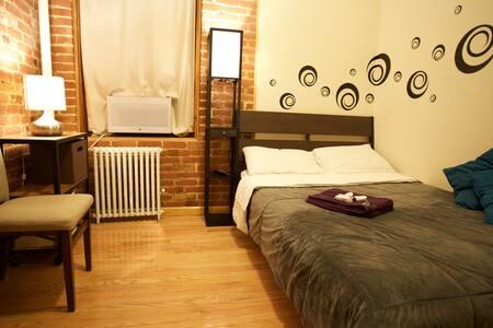 Cozy Exposed Brick Room NYC - New York