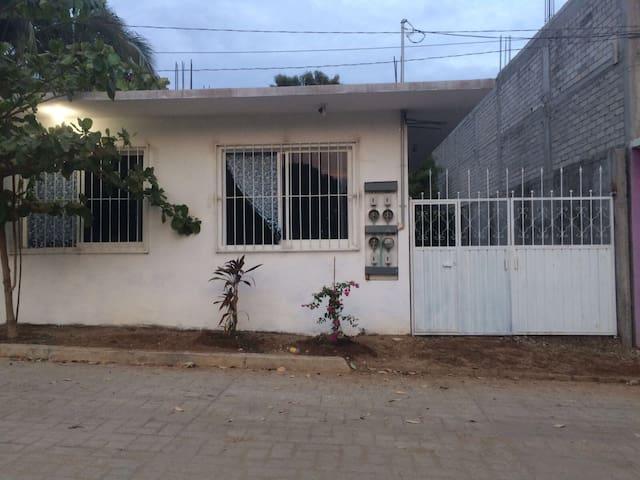 Cómoda y Tranquila Casa de Huespedes en Puerto - Puerto Escondido - Gästhus