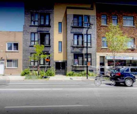 Studio Apartment downtown near The Village