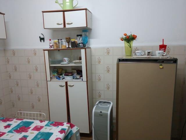 Cozinha  Várias opções de chá Café  Adoçados com mel de laranjeira
