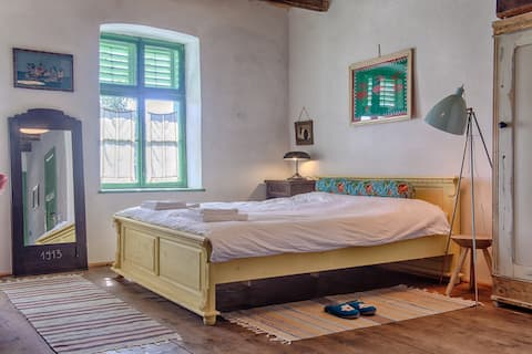A charming & carefully restored retreat in Viscri