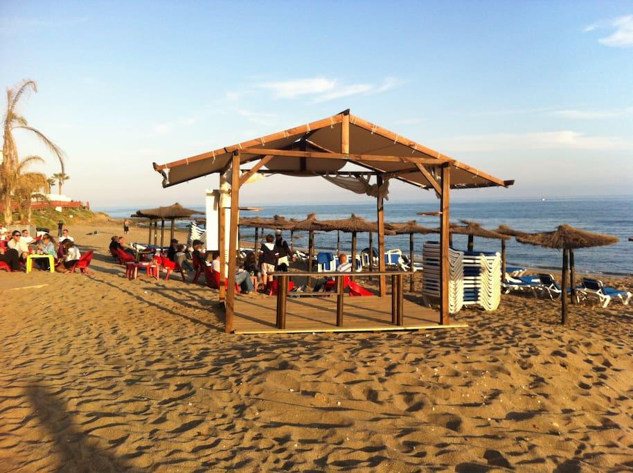 Bajo con jard n privado playa a 400 m de la playa for Alquiler bajo con jardin madrid