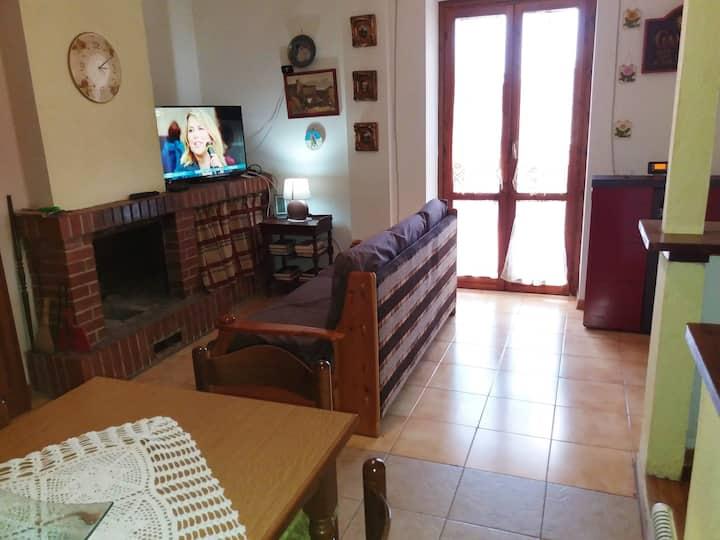 Apartamento de 2 habitaciones en Camigliatello Silano, con magnificas vistas a las montañas, terraza amueblada y WiFi - a 2 km de las pistas
