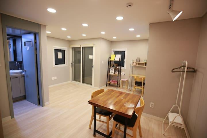 (양산1호)음악감상전문 맥주바 와 캠핑카라반을 무료이용 할 수있는 뮤직앤비어하우스