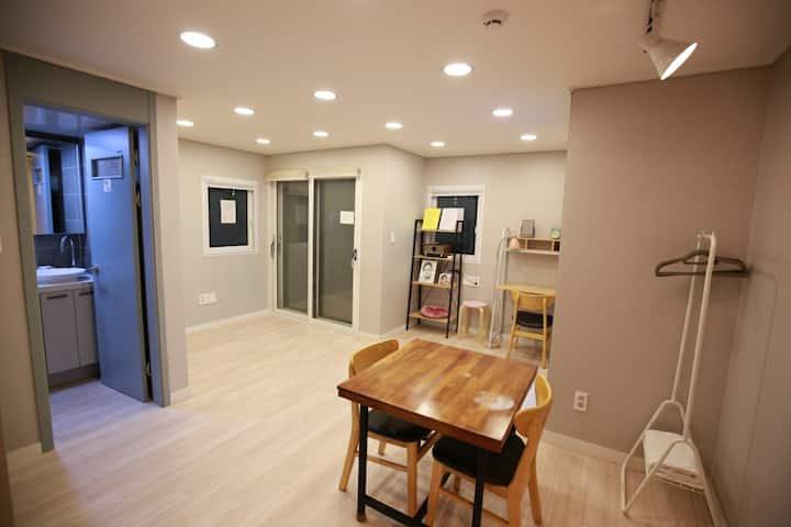 (양산1호)신청곡전문LP바와  동네책방 뮤직앤비어 하우스. 여행자숙소 & 출장숙소