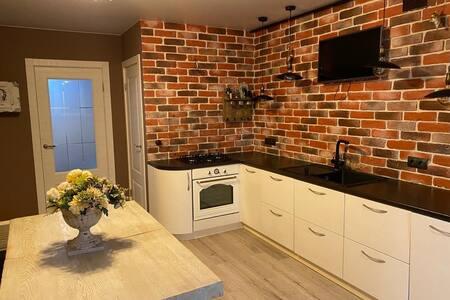 Просторная, обставленная квартира, большая кухня