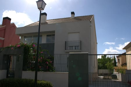 CHALET PISCINA GOLF SEVILLA - Bormujos - 木屋