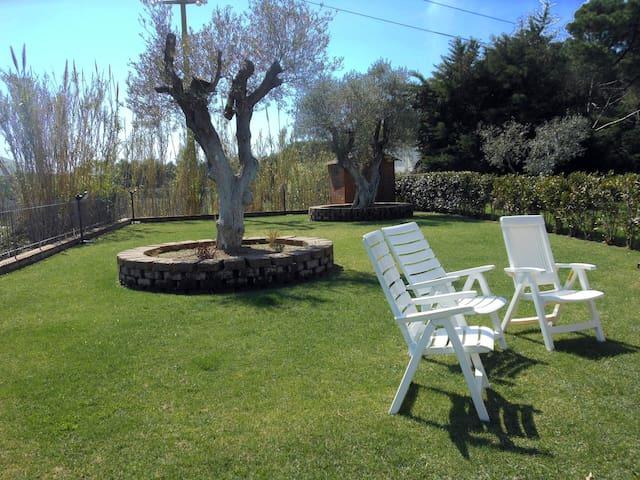 """""""Six Olives House"""" w/large garden - Lacona - Casa"""