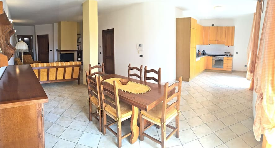 Comfortable Apartment M. Cucco Park - Sigillo - Apartment
