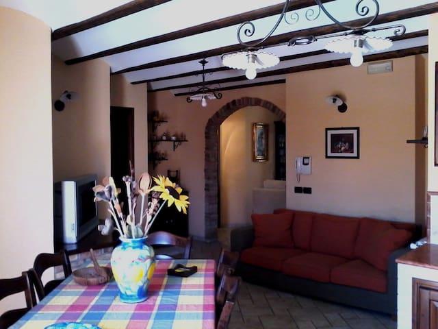 Appartamento elegante rustico appartements louer for Rustico elegante soggiorno