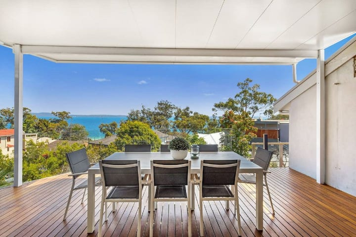 Nunkeri, 5 Kerrie Close - Stunning House with Fabulous Views, Linen, WIFI & Air Conditioning