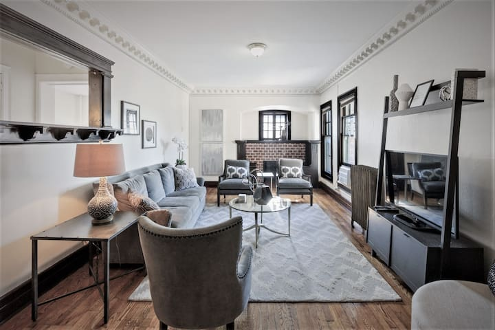 PRIVATE 3 bedroom downtown apartment