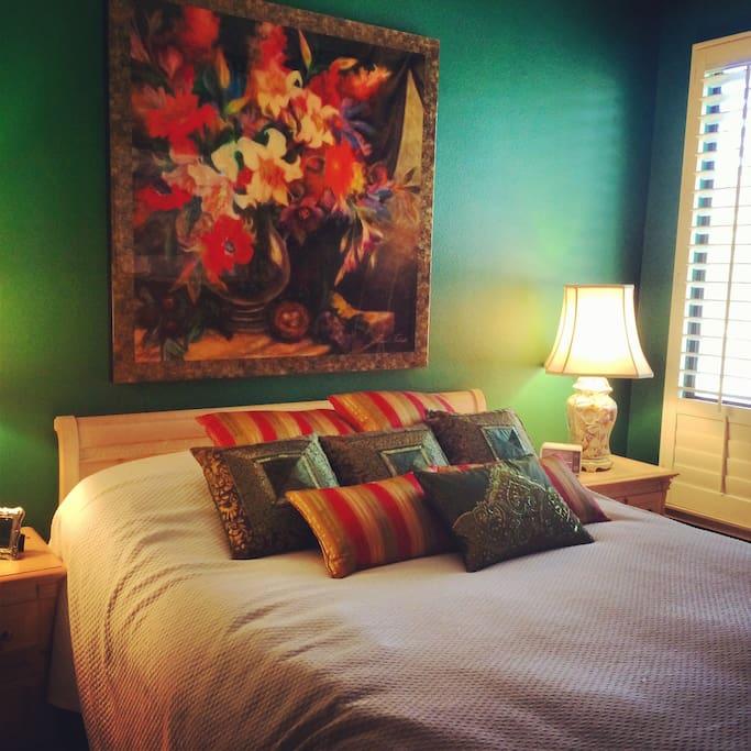 Cozy bedroom with a queen bed.