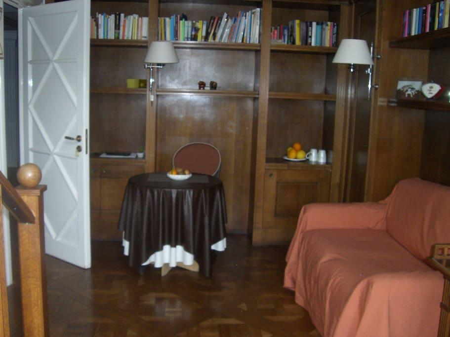 Casamanuela 3 centro napoli appartamenti in affitto a for Appartamenti in affitto arredati napoli