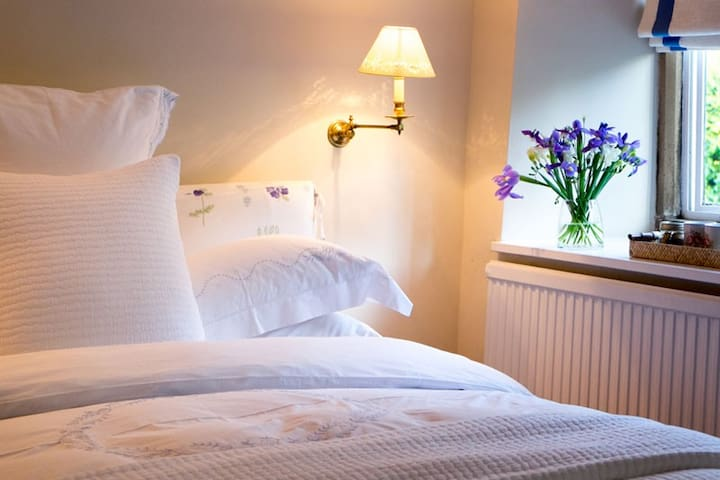 Luxury bed and breakfast, Cotswolds