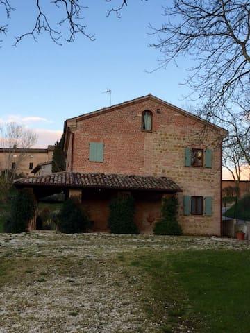 Villa de lo Re - Sarnano - Villa