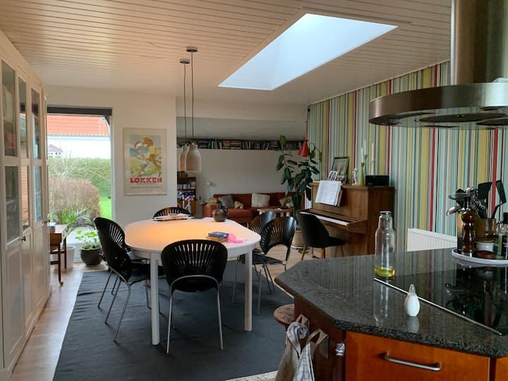 137 m2 hus med stor have 2,5 km fra Aalborg City