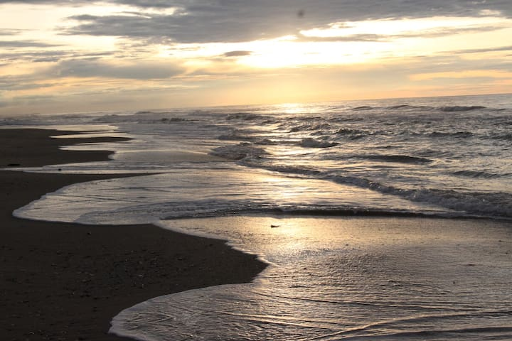 ROMAVIC Beach Villa at Unforgettable Memory Beach
