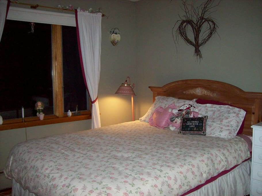 Hearts and Flowers room, romantic, feminine decor, queen bed, overlooks pond and woods, shared bath